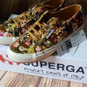 Superga velour fall sneakers sz. 8
